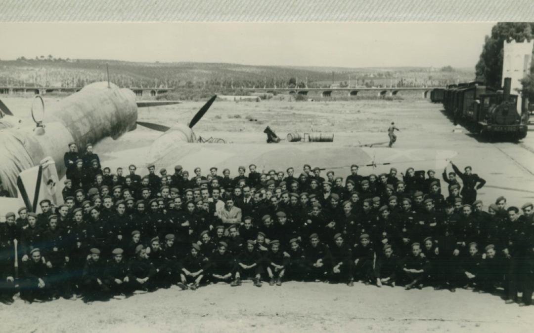 Primera promoción de la escuela de aprendices de aviación en Sevilla